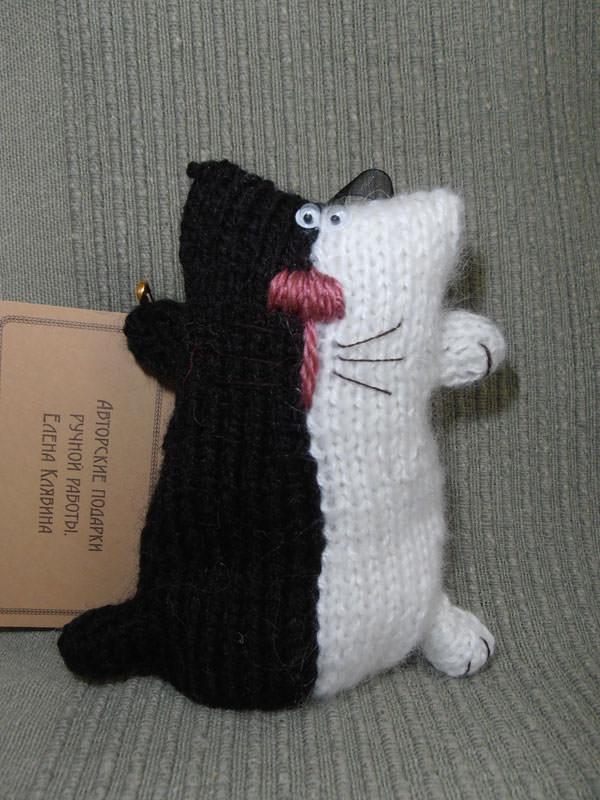 Кот вязаный Новогодний