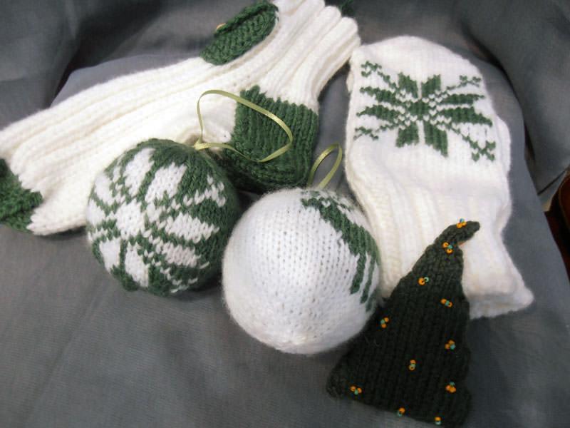 Комплекты вязаных подарков на Новый год
