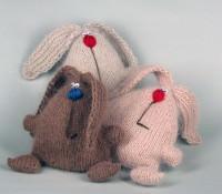 Зайцы вязаные к празднику 8 марта