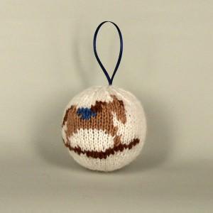 Елочный вязаный шарик с лошадкой