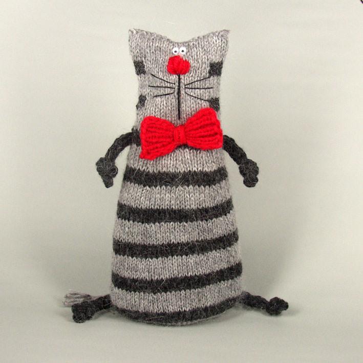 Кот большой праздничный вязаный